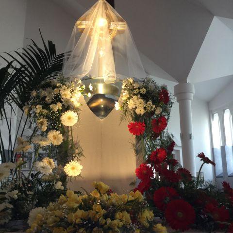 Grób Pański w Sanktuarium Miłosierdzia Bożego; Jezus Eucharystyczny umieszczony w chrzcielnicy nawiazuje do Jubileuszu C